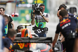 April 28, 2018 - Baku, Azerbaijan - Canal+ cameraman at work in the pitlane, portrait during the 2018 Formula One World Championship, Grand Prix of Europe in Azerbaijan from April 26 to 29 in Baku  (Credit Image: © Hoch Zwei via ZUMA Wire)