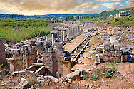 Ruins of the Roman Columned street which was lined with shops & stores. Down the centre of the street runs a canal which was full of running water from the Fountain of the Acropolis in the foreground. Perge (Perga) archaeological site, Turkey .<br /> <br /> If you prefer to buy from our ALAMY PHOTO LIBRARY  Collection visit : https://www.alamy.com/portfolio/paul-williams-funkystock/perge-archaeological-site-turkey.html<br /> <br /> Visit our CLASSICAL WORLD HISTORIC SITES PHOTO COLLECTIONS for more photos to download or buy as wall art prints https://funkystock.photoshelter.com/gallery-collection/Classical-Era-Historic-Sites-Archaeological-Sites-Pictures-Images/C0000g4bSGiDL9rw