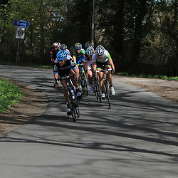 peloton in actie in de 4e etappe Energiewachttour
