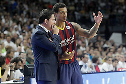 21.06.2015, Palacio de los Deportes, Madrid, ESP, Liga Endesa, Real Madrid vs Barcelona, Finale, 2. Spiel, im Bild FC Barcelona's coach Xavi Pascual with his player Edwin Jackson // during the second match of Liga Endesa final's between Real Madrid vs Barcelona at the Palacio de los Deportes in Madrid, Spain on 2015/06/21. EXPA Pictures © 2015, PhotoCredit: EXPA/ Alterphotos/ Acero<br /> <br /> *****ATTENTION - OUT of ESP, SUI*****