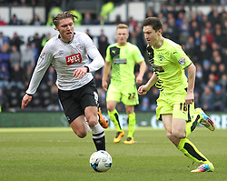 Jeff Hendrick of Derby County (L) and Joe Lolley of Huddersfield Town in action - Mandatory byline: Jack Phillips/JMP - 05/03/2016 - FOOTBALL - iPro Stadium - Derby, England - Derby County v Huddersfield Town - Sky Bet Championship
