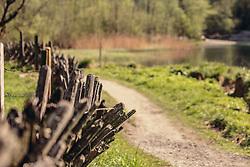 THEMENBILD - ein traditioneller Pinzgauer Holzzaun am Wegrand in der Nähe des Klammsee, aufgenommen am 02. Mai 2019, Kaprun, Österreich // a traditional Pinzgauer wooden fence along the path near the Klammsee lake on 2019/05/02, Kaprun, Austria. EXPA Pictures © 2019, PhotoCredit: EXPA/ Stefanie Oberhauser