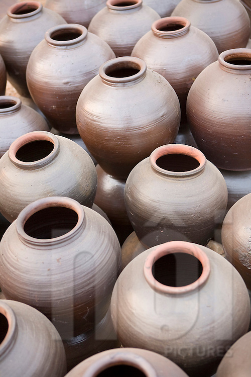 Phu Lang is a craft village close from Hanoi and specialized in pottery.