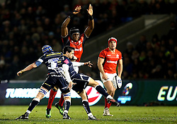 James Mitchell of Sale Sharks kicks the ball past the charge down attempt from Maro Itoje of Saracens - Mandatory by-line: Robbie Stephenson/JMP - 18/12/2016 - RUGBY - AJ Bell Stadium - Sale, England - Sale Sharks v Saracens - European Champions Cup