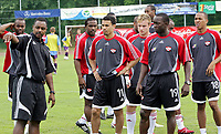 Fotball<br /> Trening Trinidad og Tobago foran VM 2006<br /> 23.05.2006<br /> Foto: Gepa/Digitalsport<br /> NORWAY ONLY<br /> <br /> Carlos Edwards, Chris Birchall und Dwight Yorke (TRI)