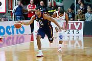 DESCRIZIONE : Varese Lega A 2013-14 Cimberio Varese Acea Virtus Roma<br /> GIOCATORE : Jordan Taylor<br /> CATEGORIA : Palleggio Contropiede<br /> SQUADRA : Acea Virtus Roma<br /> EVENTO : Campionato Lega A 2013-2014<br /> GARA : Cimberio Varese Acea Virtus Roma<br /> DATA : 12/01/2014<br /> SPORT : Pallacanestro <br /> AUTORE : Agenzia Ciamillo-Castoria/G.Cottini<br /> Galleria : Lega Basket A 2013-2014  <br /> Fotonotizia : Varese Lega A 2013-14 Cimberio Varese Acea Virtus Roma<br /> Predefinita :