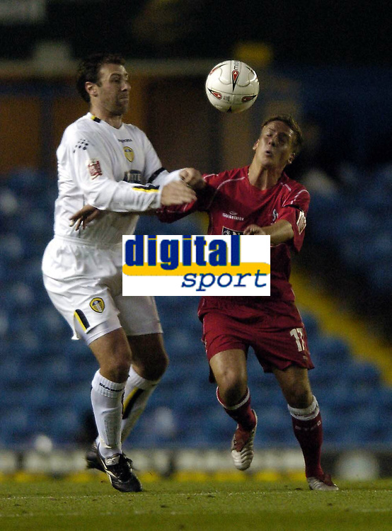 Fotball<br /> Caling Cup England 2004/2005<br /> Andre runde<br /> 21.09.2004<br /> Foto: SBI/Digitalsport<br /> NORWAY ONLY<br /> <br /> Leeds United v Swindon Town<br /> <br /> Swindon's David Duke (R) tries to get the better of Leeds' Sean Gregan