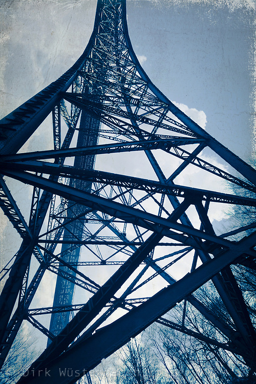 Stahlpfeiler der Müngstener Brücke - texturierte Fotografie<br /> Drucke - https://www.ohmyprints.com/de/motiv/Stahlturm---Muengstener-Bruecke/703890