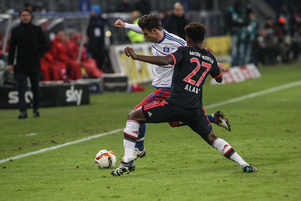 Fussball: 1. Bundesliga, Hamburger SV - FC Bayern Muenchen, Hamburg, 22.01.2016<br /> <br /> Nicolai Mueller (HSV, l.) - David Alaba (Bayern)<br /> <br /> © Torsten Helmke