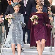 NLD/Huizen/20161130 - Staatsbezoek Belgie dag 3 - Koningin Mathilde en Koningin Maxima bezoeken Utrecht CS, Koningin Maxima en Koningin Mathilde