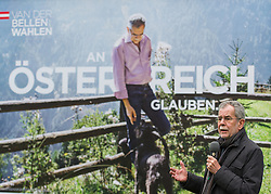 21.03.2016, Palais Schoenburg, Wien, AUT, Plakatpraesentation mit BP-Kandidat der Gruenen Van der Bellen, im Bild Gruenen-Praesidentschaftskandidat Alexander Van der Bellen // Candidate for Presidential Elections Alexander Van der Bellen during placard presentation according to austrian presidential elections at Palais Schoenburg in Vienna, Austria on 2016/03/21, EXPA Pictures © 2016, PhotoCredit: EXPA/ Michael Gruber