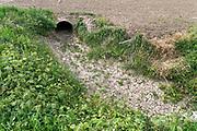 Nederland, Kekerdom, 18-5-2020  Een opgedroogde drooggevallen sloot in de ooijpolder . Door de aanhoudende en langdurige droogte dreigt er enu alweer een watertekort voor de landbouw .Foto: Flip Franssen