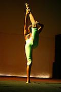 Belo Horizonte_MG, Brasil. ..Apresentacao da Spasso Escola de Circo. Na foto uma contorcionista...The Spasso Circus School presentation. In this photo a contortionist...Foto:  LEO DRUMOND / NITRO