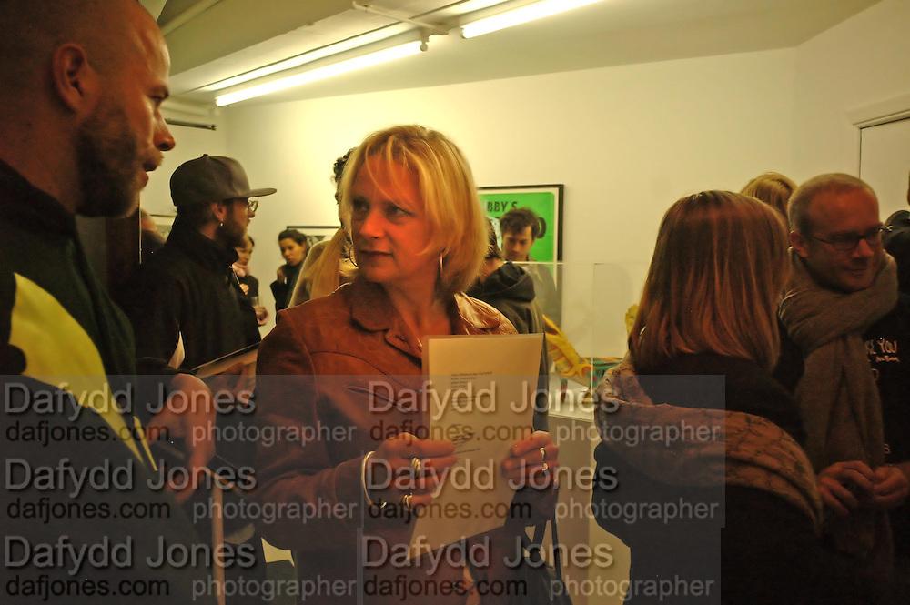 Louisa Buck, David Wojnarowicz private view. Between Bridges, 23 Cambridge Heath Rd. London. 19 April 2006. ONE TIME USE ONLY - DO NOT ARCHIVE  © Copyright Photograph by Dafydd Jones 66 Stockwell Park Rd. London SW9 0DA Tel 020 7733 0108 www.dafjones.com