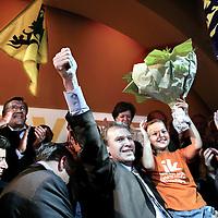 Belgie.Brussel.11 juni 2007..Overwinningsvreugde bij de CD&V/N-VA (Christen Democratisch en Vlaams Partij en Nieuw-Vlaamse Alliantie..links op de foto Bart de Wever van N-VA en in het midden premier Yves Leterme (met dochter op de arm) en rechts Pieter De Crem (fractievoorzitter van CD&V.. Joy of victory in Belgium of the New Flemish Alliance.