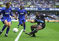 Photo:Alan Crowhurst.Millwall v Leicester City 14/08/04 Coca-Cola Championship.Nathan Blake gets a cross in for Leicester.