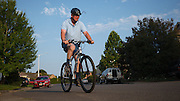 USA,  Oregon, Keizer, man bicycling in the morning. MR