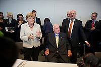 DEU, Deutschland, Germany, Berlin, 25.09.2012:<br />Altbundeskanzler Helmut Kohl (M) (CDU) zu Besuch bei der Sitzung der CDU/CSU-Bundestagsfraktion im Deutschen Bundestag. Bundeskanzlerin Angela Merkel (L) (CDU) und der Fraktionsvorsitzende Volker Kauder (R) (CDU) begrüßen Dr. Helmut Kohl.