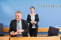 14 MAR 2016, BERLIN/GERMANY:<br /> Joerg Meuthen (L), AfD Bundesvorsitzender und Spitzenkandidat der baden-wuerttembergischen AfD, und Frauke Petry (R), AfD Bundesvorsitzende, nach einer Pressekonferenz zu den Auswirkungen der Landtagswahlen auf die Bundespolitik, Bundespressekonferenz<br /> IMAGE: 20160314-01-097<br /> KEYWORDS: BPK, Jörg Meuthen