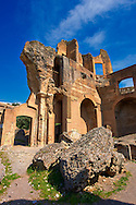 The Greek Library at Hadrian's Villa ( Villa Adriana ) built during the second and third decades of the 2nd century AD, Tivoli, Italy. A UNESCO World Heritage Site. .<br /> <br /> If you prefer to buy from our ALAMY PHOTO LIBRARY  Collection visit : https://www.alamy.com/portfolio/paul-williams-funkystock/hadrians-villa-tivoli.html<br /> Visit our CLASSICAL WORLD HISTORIC SITES PHOTO COLLECTIONS for more photos to buy as buy as wall art prints https://funkystock.photoshelter.com/gallery-collection/Classical-Era-Historic-Sites-Archaeological-Sites-Pictures-Images/C0000g4bSGiDL9rw