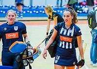 AMSTERDAM  - Fay van der Elst (hdm) met Julia Remmerswaal (hdm) tijdens het starttoernooi zaalhockey in Sporthallen Zuid.    COPYRIGHT KOEN SUYK