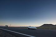Barbara Buatois tijdens de derde racedag. In Battle Mountain (Nevada) wordt ieder jaar de World Human Powered Speed Challenge gehouden. Tijdens deze wedstrijd wordt geprobeerd zo hard mogelijk te fietsen op pure menskracht. Ze halen snelheden tot 133 km/h. De deelnemers bestaan zowel uit teams van universiteiten als uit hobbyisten. Met de gestroomlijnde fietsen willen ze laten zien wat mogelijk is met menskracht. De speciale ligfietsen kunnen gezien worden als de Formule 1 van het fietsen. De kennis die wordt opgedaan wordt ook gebruikt om duurzaam vervoer verder te ontwikkelen.<br /> <br /> Barbara Buatois at the third racing day. In Battle Mountain (Nevada) each year the World Human Powered Speed Challenge is held. During this race they try to ride on pure manpower as hard as possible. Speeds up to 133 km/h are reached. The participants consist of both teams from universities and from hobbyists. With the sleek bikes they want to show what is possible with human power. The special recumbent bicycles can be seen as the Formula 1 of the bicycle. The knowledge gained is also used to develop sustainable transport.
