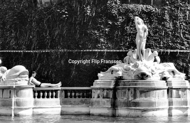 Hongarije, Boedapest, 12-6-1989 Verschillende straatbeelden van de stad. straatbeeld,stadsbeeld,straatgezicht,stadsgezicht, Gellert bad . Foto: Flip Franssen