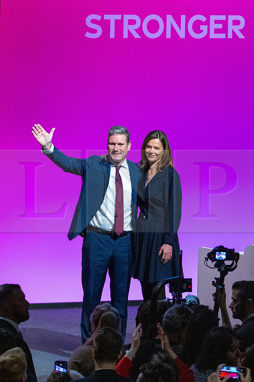 © Licensed to London News Pictures. 29/09/2021. Brighton, UK. SIR KEIR STARMER and his wife VICTORIA STARMER on stage after the leader's speech at the close of the conference . The final day of the 2021 Labour Party Conference , which is taking place at the Brighton Centre . Photo credit: Joel Goodman/LNP