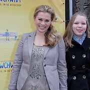 NLD/Amsterdam/20120331 - Premiere SWCHWRM, Antje Monteiro met haar nichtje