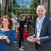 NL/Den Haag/20200702 - Diervriendelijke Parlementaire Barbecue, Lammert van Raan en Esther Ouwehand