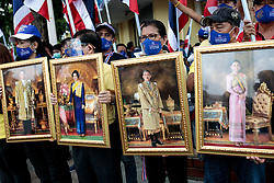 © Licensed to London News Pictures. 16/08/2020. Bangkok, Thailand. A pro-monarchy counter-demonstration is staged by protesters holding portraits of the Thai Royal Family ahead of a larger demonstration against the government at Democracy Monument in Bangkok, Thailand on Sunday 16th, August 2020. Photo credit: Jack Taylor/LNP