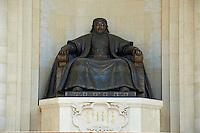 Mongolie, Oulan Bator, Place Sukhbaatar, palais du gouvernement et statue de Gengis Khan // Mongolia, Ulan Bator, Sukhbaatar square, Government palace, Gengis Khan statue