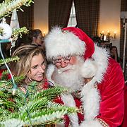 NLD/Amsterdam/20181206 - Sky Radio's Christmas Tree For Charity, Ellen Hoog en de kerstman