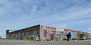 Koning Willem Alexander opent De Nieuwe Baarnsche School. De Koning heeft in zijn kinderjaren 6 jaar op deze school gezeten.(oude locatrie)<br /> <br /> King Willem Alexander opens New Baarnsche School. The King has been in his childhood 6 years at this school.(old location)<br /> <br /> Op de foto: