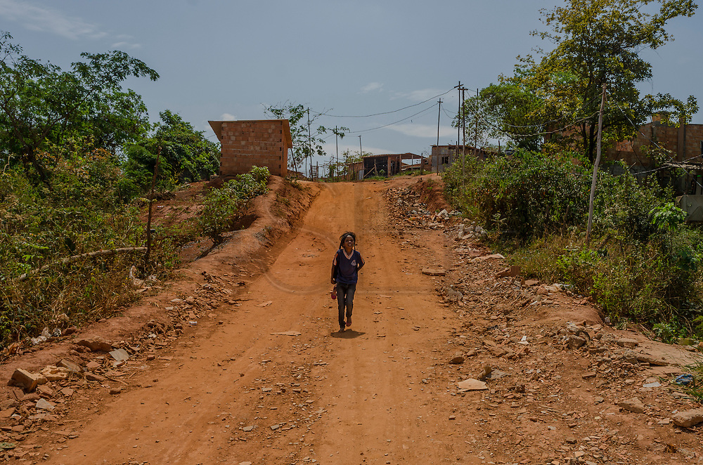 Isidoro is located in a steep topography area. The region isn't attended by public services like water and electric power supply, streets pavement and sidewalks, among others. As the streets are made of clay, in the rainy season, the streets become of a path of mud, making the traffic in some areas complicated for both: people and vehicles. In the dry season, the dust of clay spreads in the air entering houses and shacks, what makes increase the cases of respiratory diseases and allergies, especially in children.