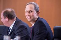 14 MAR 2018, BERLIN/GERMANY:<br /> Hendrik Hoppenstedt, CDU, Staatsminister fuer die Bund-Länder-Beziehungen, vor Beginn der ersten Sitzung des Kabinetts Merkel IV, Kabinettsaal, Bundeskanzleramt<br /> IMAGE: 20180314-02-027<br /> KEYWORDS: Kabinett, Kabinettsitzung, Sitzung,, neues Kabinett