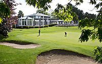 HERKENBOSCH- Hole 18, rood 9 met Clubhuis Golfbaan Herkenbosch bij Roermond. FOTO KOEN SUYK
