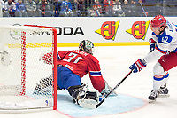 Ishockey<br /> VM 2015<br /> Russland v Norge 6:2<br /> 01.05.2015<br /> Foto: imago/Digitalsport<br /> NORWAY ONLY<br /> <br /> Artyom Anisimov (RUS) scores against Goalie Lars Volden (NOR) in first period on 3:0 against Norway.