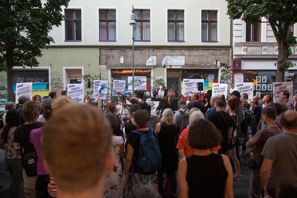 Berlin, Germany - 22.08.2018<br /> <br /> Protest rally of the initiative Bizim Kiez in Berlin-Kreuzberg against so-called share deal real estate transactions, whereby among other things the tax on land acquisition can be avoided. <br /> <br /> Protestkundgebung der Initiative Bizim Kiez in Berlin-Kreuzberg gegen sogenannte Share Deal Immobiliengeschaefte, wodurch unter anderem die Abgabe der Grunderwerbssteuer umgangen werden kann. <br /> <br /> Photo: Bjoern Kietzmann