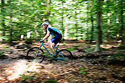 In Zeist rijdt een man op een mountainbike door het bos.<br /> <br /> In Zeist a man on a mountainbikes ride at the woods.