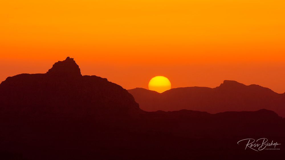 Sunrise over the Grand Canyon from Mather Point, Grand Canyon National Park, Arizona