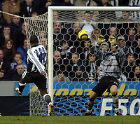 Fotball<br /> England 2004/22005<br /> Foto: BPI/Digitalsport<br /> NORWAY ONLY<br /> <br /> Newcastle United v Southampton<br /> Barclays Premiership, 15/01/2005<br /> <br /> Newcastle's Titus Bramble (L) chips the ball over Southampton goalkeeper Paul Smith to score Newcastle's second goal.
