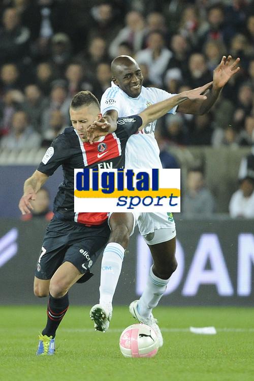 FOOTBALL - FRENCH CHAMPIONSHIP 2011/2012 - L1 - PARIS SAINT GERMAIN v OLYMPIQUE MARSEILLE - 8/04/2012 - PHOTO JEAN MARIE HERVIO / REGAMEDIA / DPPI - JEREMY MENEZ (PSG) / ALOU DIARRA (OM)