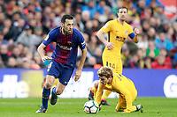 FC Barcelona's Sergio Busquets (l) and Atletico de Madrid's Antoine Griezmann during La Liga match. March 4,2018. (ALTERPHOTOS/Acero)