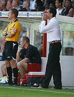 Photo: Steve Bond.<br />Walsall v Swansea City. Coca Cola League 1. 25/08/2007. Roberto Martinez gives instructions