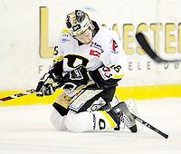 Ishockey , 17. Februar 2008 , GET ligan , Vålerenga - Stavanger ,  Stavangers Brendan Brooks har fått plantet en kølle i skøytene. Det førte til full stopp , Foto: Thomas Andersen , Digitalsport