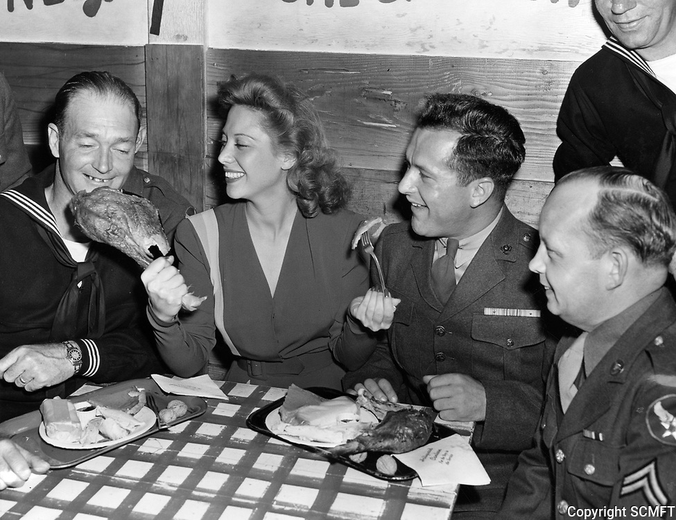 11/26/43 Dinah Shore with servicemen on Thanksgiving Day at the Hollywood Canteen