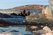 Photographing ice at Kongsfjorden, Spitzbergen in the morninglight | Fotografering av is i Kongsfjorden, Svalbard i morgenlyset.