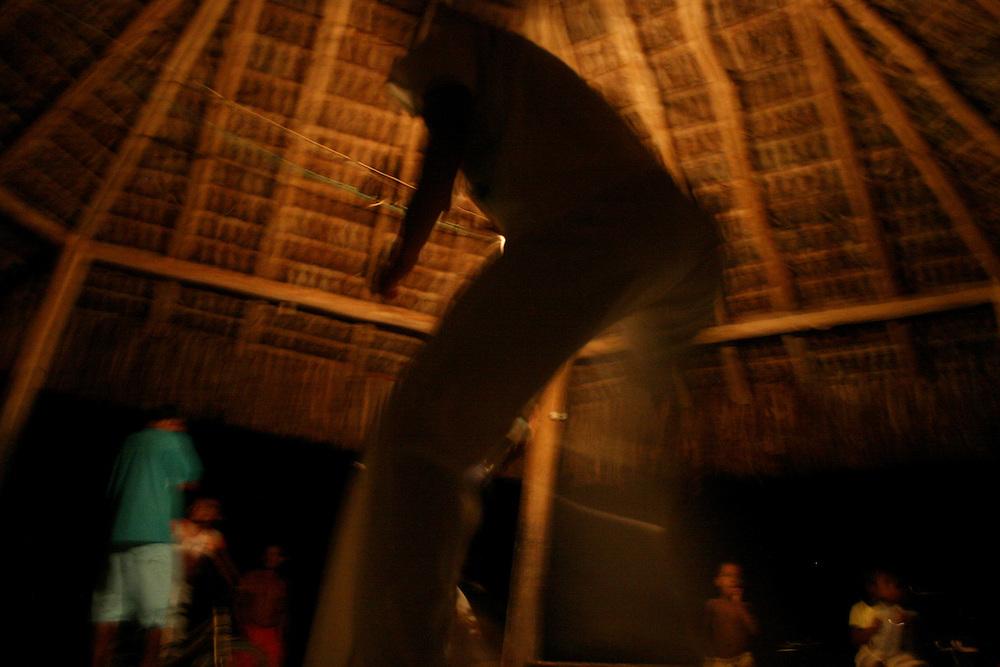 Caraiva _BA, Brasil...Tribo indigena na Praia do Espelho em Caraiva, Bahia...The indigenous tribe in the Espelho beach, in Caraiva, Bahia...Foto: LEO DRUMOND / NITRO