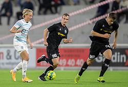 Carl Lange (FC Helsingør) følges af Jeppe Svenningsen (Vendsyssel FF) under kampen i 1. Division mellem FC Helsingør og Vendsyssel FF den 18. september 2020 på Helsingør Stadion (Foto: Claus Birch).